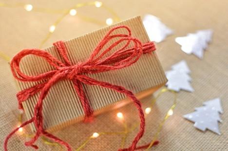 4d08c39eae Az igazi ajándékozás nálam arról szól, hogy jó előre figyelem, nyomozom a  szeretett fél kívánságait, lesem a vágyait, s ha szerencsénk van, nem  vásárolja ...